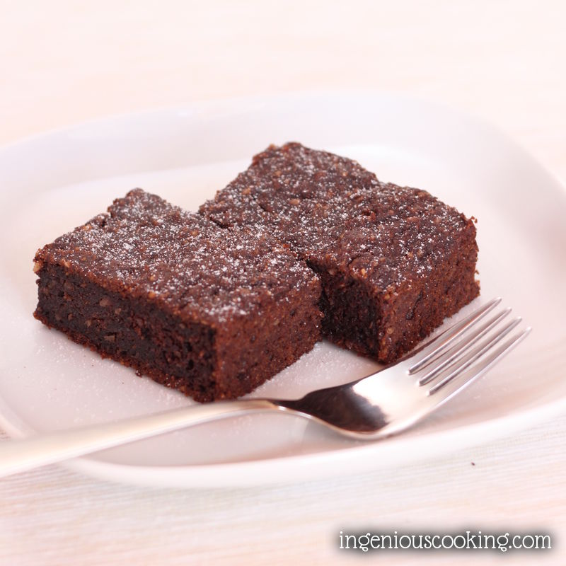 Dark, fudgy - nutritious: chocolate zucchini brownies, reinvented (GF, DF, V, lowcarb)