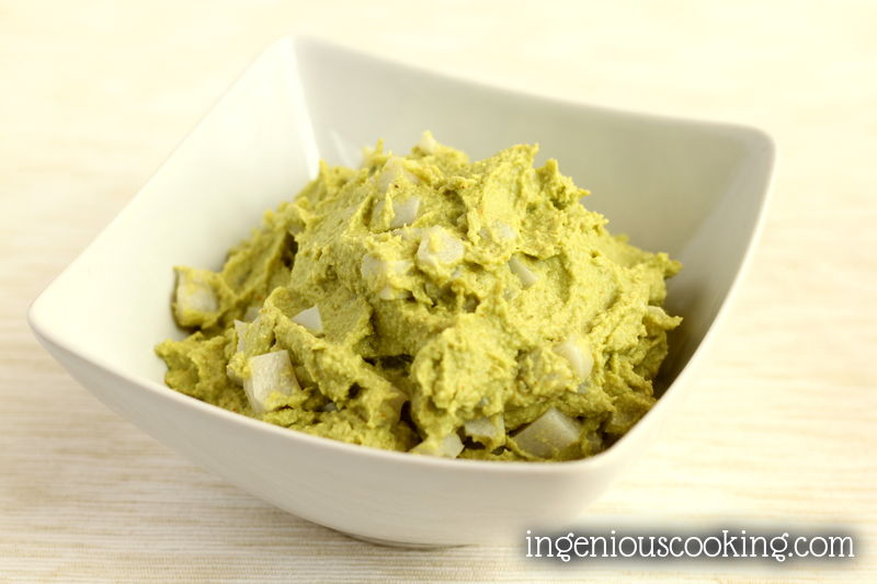 Eggless avocado-egg salad (gluten-free, vegan)