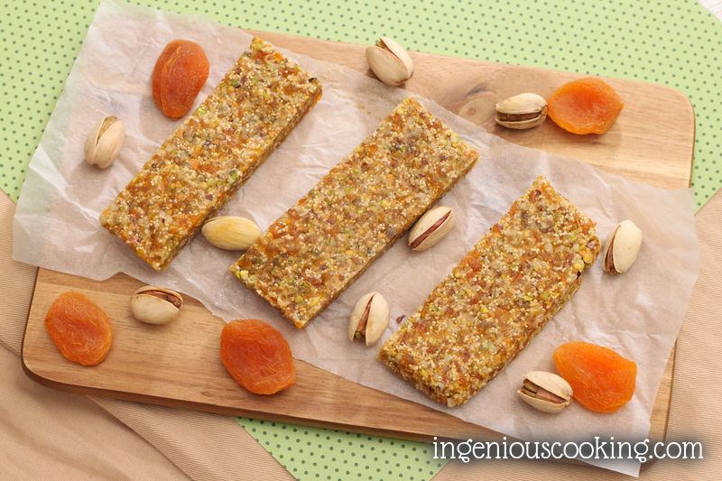 Pistachos - apricot home-made energy bars (added sugar-, and gluten-free)