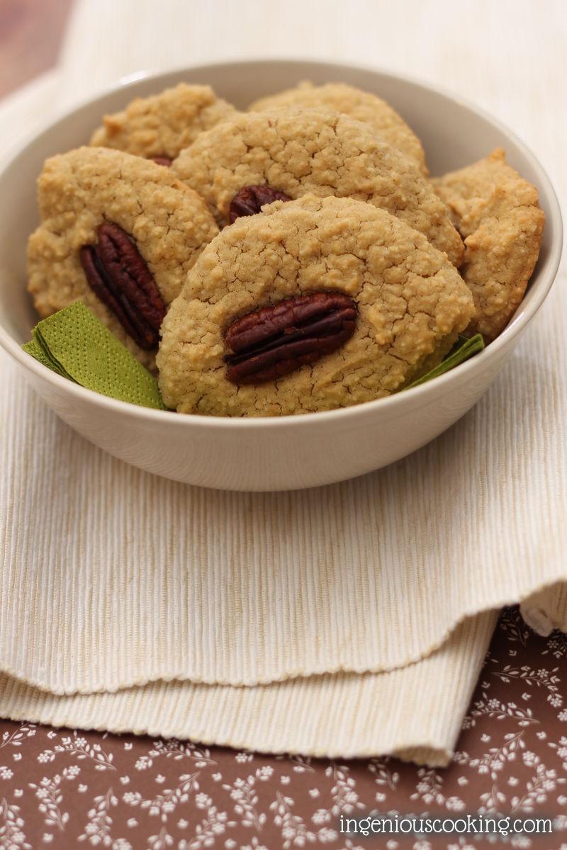 Vanilla-pecan cookies (GF, SF, V)